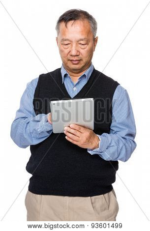 Old man use of digital tablet