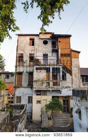 Old Concrete House In Ahmedabad