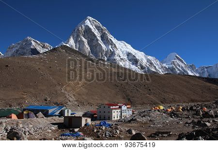 Gorak Shep And High Mountains Pumo Ri And Lingtren