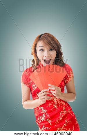 Attractive Chinese woman dress traditional cheongsam and hold red envelope