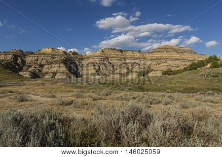A scenic badlands landscape in the summer.