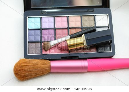 Eye Shadow Palet With Lipstick And Brush