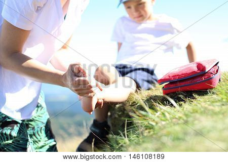 Injury, child twisted legThe child twisted his ankle during a mountain tour. Wound broken leg.