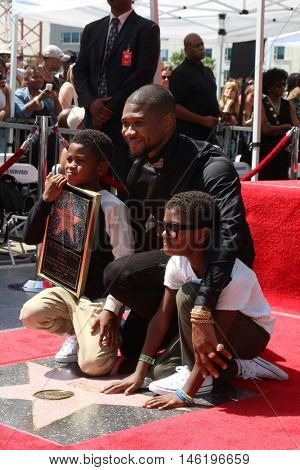 LOS ANGELES - SEP 7:  Usher Raymond V, Usher Raymond IV, Naviyd Ely Raymond at the Usher Honored With a Star On The Hollywood Walk Of Fame at the Eastown on September 7, 2016 in Los Angeles, CA