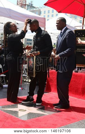 LOS ANGELES - SEP 7:  Makeup artist, Usher Raymond, Kasim Reed (Mayor of Atlanta) at the Usher Honored With a Star On The Hollywood Walk Of Fame at the Eastown on September 7, 2016 in Los Angeles, CA