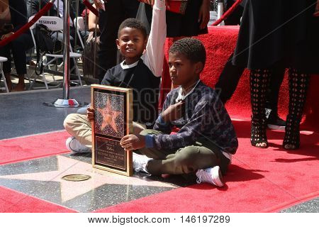 LOS ANGELES - SEP 7:  Usher Raymond V, Naviyd Ely Raymond at the Usher Honored With a Star On The Hollywood Walk Of Fame at the Eastown on September 7, 2016 in Los Angeles, CA