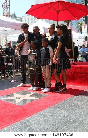 LOS ANGELES - SEP 7: Usher Raymond IV, wife Grace Miguel, Naviyd Raymond, Usher Raymond V at the Usher Honored With a Star On The Hollywood WOF at Eastown on September 7, 2016 in Los Angeles, CA
