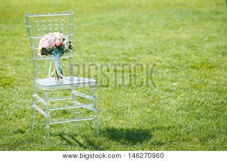 Delicate wedding bouquet with hydrangeas and roses of David Austin on caviar chair
