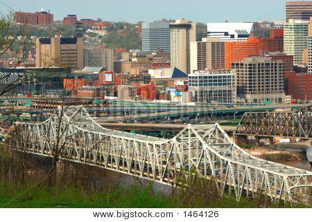 Vista aérea del puente de Brent Spence, Cincinnati Ohio