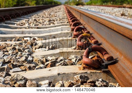 Pins steel firmly attached to the rails railroad.