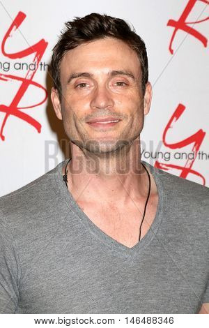 LOS ANGELES - SEP 8:  Daniel Goddard at the Young and The Resltless 11,000 Show Celebration at the CBS Television City on September 8, 2016 in Los Angeles, CA