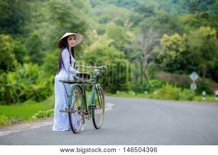 Vietnamg girl , Hanoi , freedom .