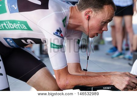 JAVEA - SEPTEMBER 9: Chris Froome warms up for the decisive time trial stage of La Vuelta on September 9, 2016 in Alicante, Spain