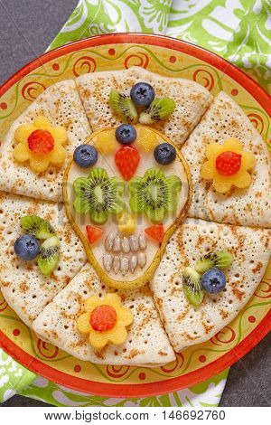 Fruity Sugar scull with crepes for Halloween