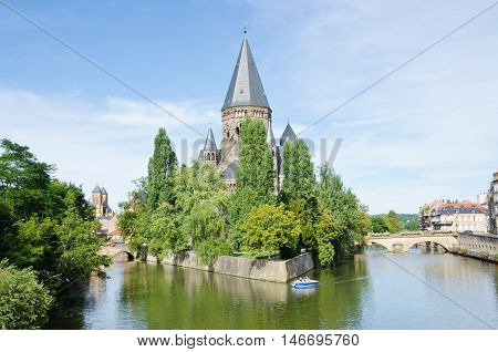 METZ, FRANCE. 2nd September 2016.  The 'Temple Neuf' a neo-romanesque protestant reformed church, provides the historic city of Metz with a stunning centrepiece. The city celebrates its .Mirabelle' plum festival every August.