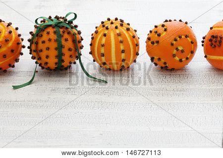 clove orange pomander balls, homemade christmas gift