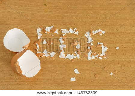 egg shell piece cranked on wood table texture