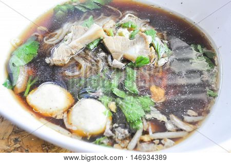 Chinese noodle with pork and meatball dish