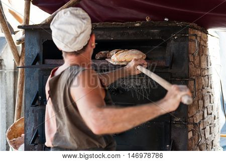 introducing mass baker of bread in wood stove