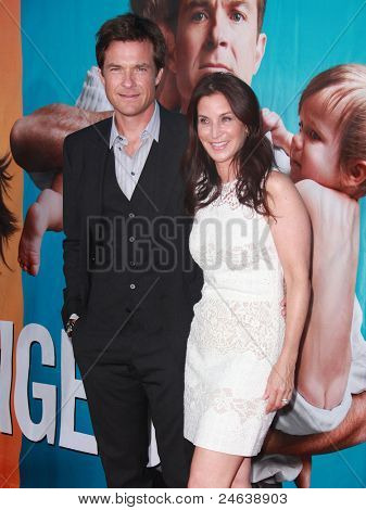 LOS ANGELES - 01 de agosto: Jason Bateman & Amanda Anka chega para o pâ de Los Angeles The Change-Up
