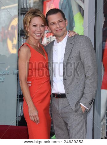 LOS ANGELES - SEP 18:   Jon Cryer & wife Lisa arrives to the Walk of Fame - JON CRYER  on September 27,2011 in Hollywood, CA