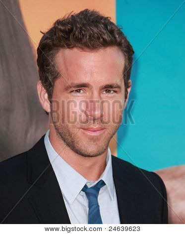 LOS ANGELES - AUG 01:  Ryan Reynolds arrives to the
