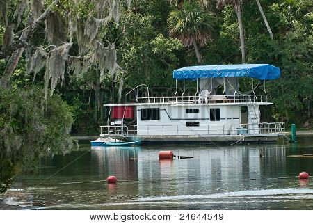 Houseboat On Silver Glen Springs