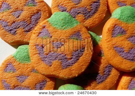close-up pumpkin face cookies
