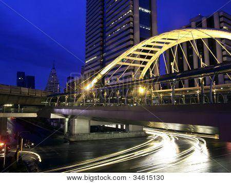 Schamhaare Himmelspfad über Bangkok Innenstadt Square in Businesszone