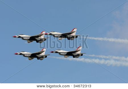Us Air Force Thunderbirds In Flight