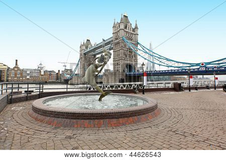 Fountain Tower Bridge