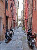 Постер, плакат: Улица с скутеры