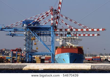 Containers cranes