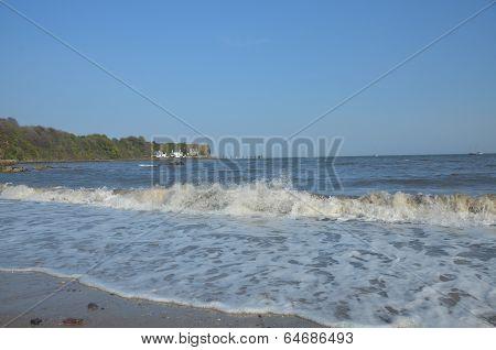 Waves at Aberdour