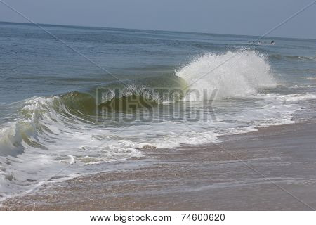 Ocean wave breaking onshore