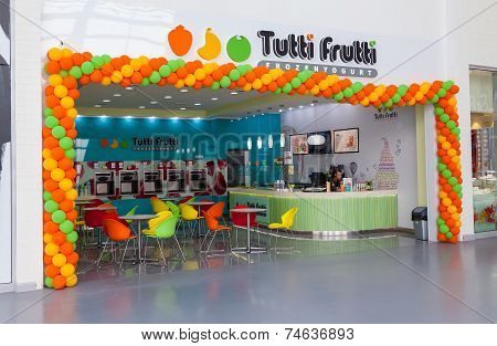 Samara, Russia - June 1, 2014: Tutti Frutti Frozen Yogurt Branch In A Shopping Center Ambar. Tutti F