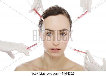 Joven recibe inyección