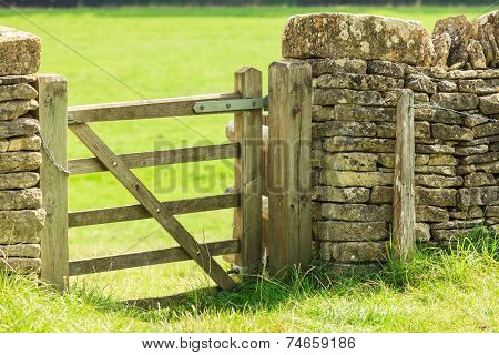 Rustic Gate In Drystone Wall In Bibury England Uk.