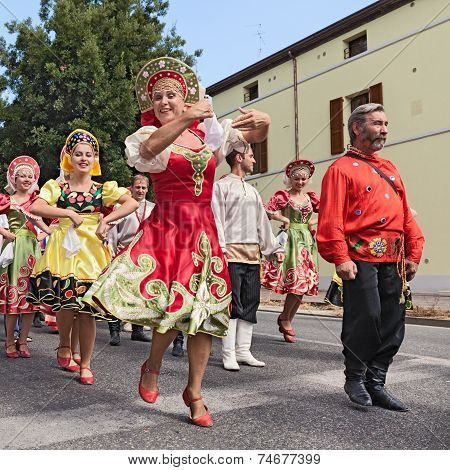 Street Parade Of Russian Folk Dance Ensemble