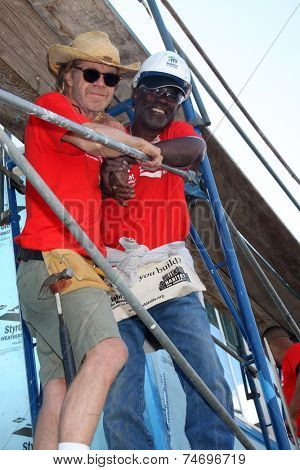 LOS ANGELES - OCT 25:  William H Macy, Glynn Turman at the Habitat for Humanity build by Showtime's