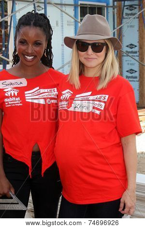 LOS ANGELES - OCT 25:  Shanola Hampton, Kristen Bell at the Habitat for Humanity build by Showtime's