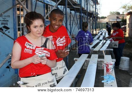 LOS ANGELES - OCT 25:  Emma Kenney, Donis Leonard Jr at the Habitat for Humanity build by Showtime's