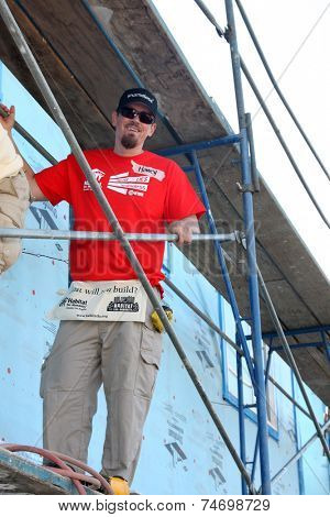 LOS ANGELES - OCT 25:  Steve Howey at the Habitat for Humanity build by Showtime's