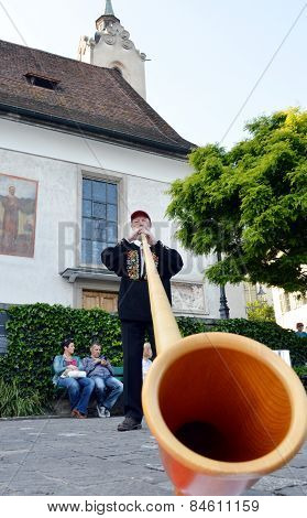 man played alp horn on the street of Luzern