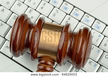 gavel on computer keyboard, symbolic photo for e-commerce and consumer protection