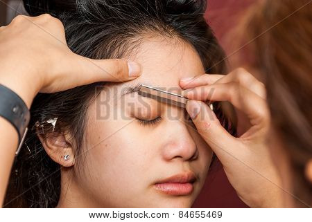 Asian Thai Girl Getting Eyebrow Shaped