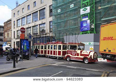 Tourist train in the center of Dublin.