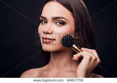 Emphasizing Her Cheekbones.