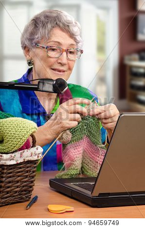 Learn the basics of knitting via internet