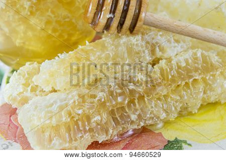 Honeycomb Dipper And Lemon Close Up